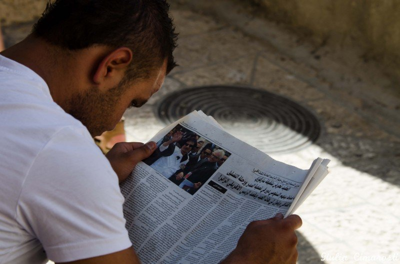 A guy reading something about Gheddafi... wondering what it was about?