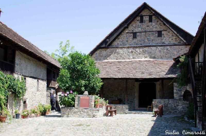 Kalopanayiotis: the church and monastery
