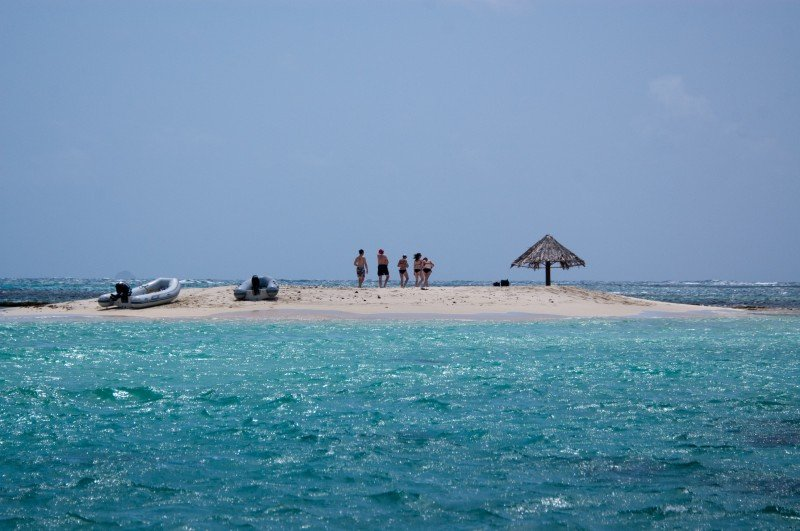 More Tobago Cays: the sandy island of Morpian. Wish I was there now!