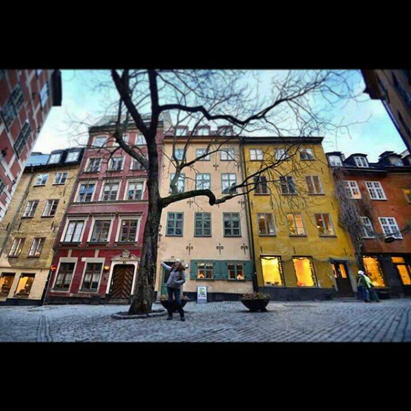 Small me and big tree in Gamla Stan, Stockholm. We make a nice couple! #BalticTR