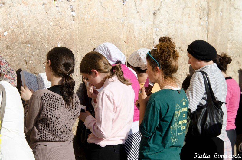 Women praying at the Western Wall