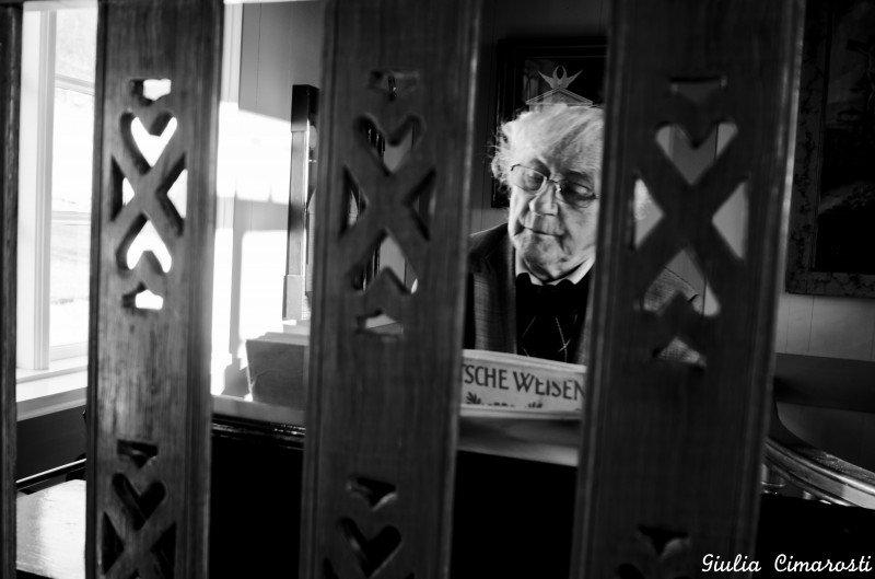 """Þórður Tómasson, aka """"the genius behind the museum"""", playing organ in the village's church"""