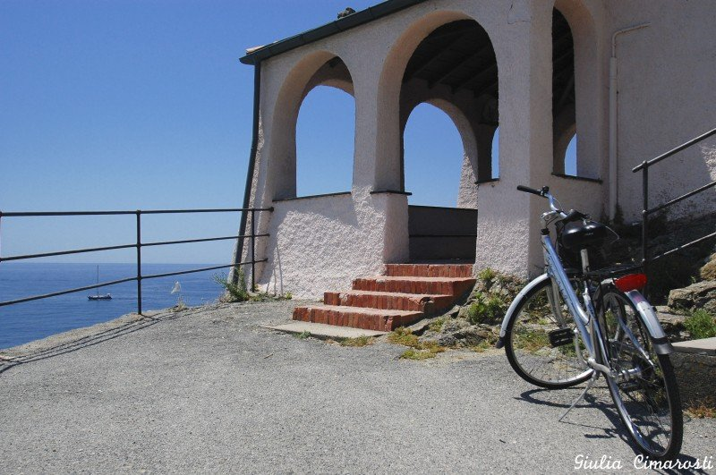 The bike and the Madonna della Punta little chapel