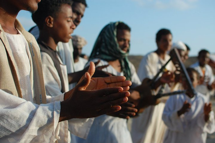 Egyptian tribesmen playing music - © Giulia Cimarosti