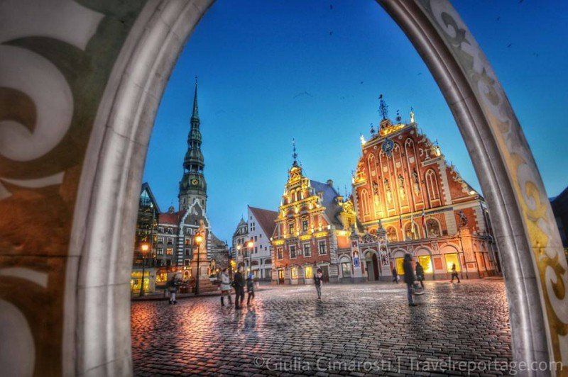 House of Blackheads at dusk. Riga, Latvia #BalticTR