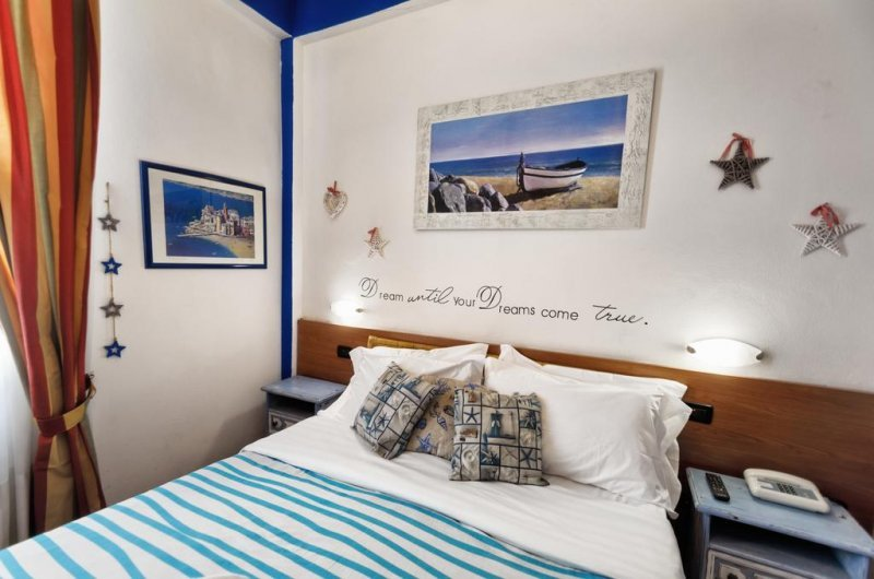A room at Hotel San Desiderio - Rapallo - Cheap Accommodation