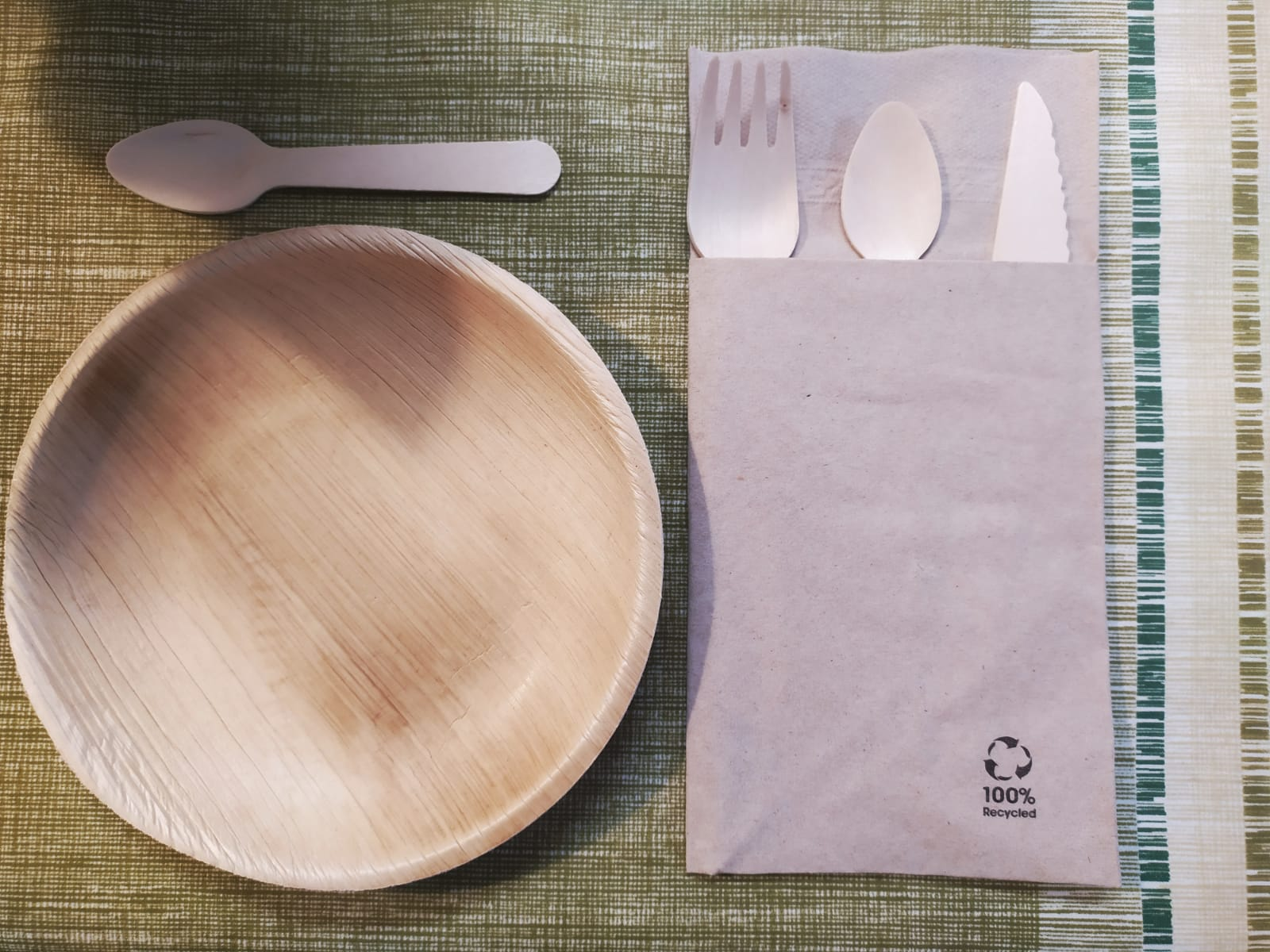 Wooden cutlery for breakfast
